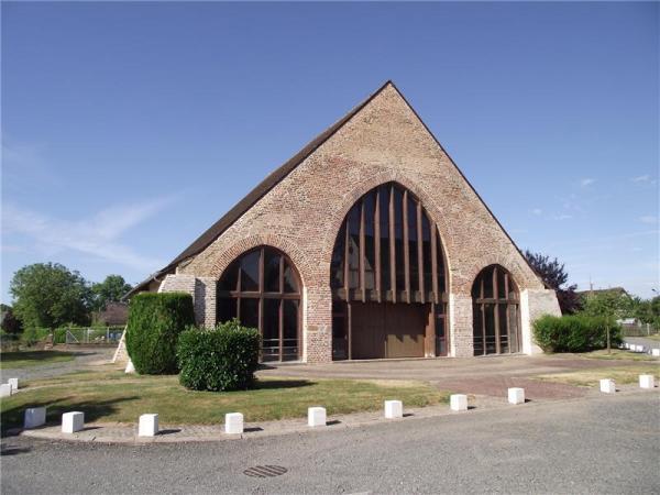 Fours (Nièvre) La grande halle Sainte Catherine