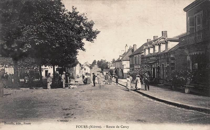 Fours (Nièvre) La route de Cercy CPA