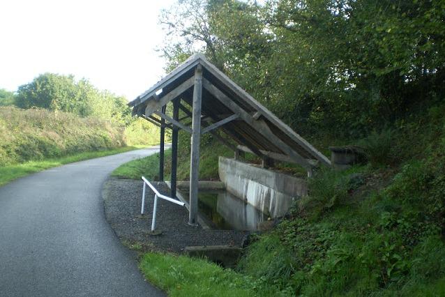 Fours (Nièvre) Le lavoir de La Picherotte