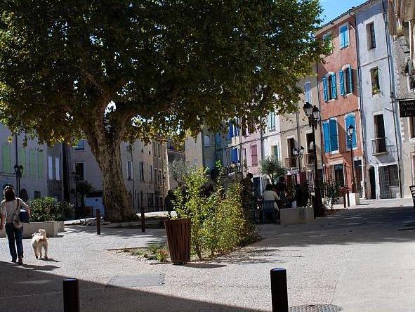Ganges (Hérault) La place Fabre Olivet