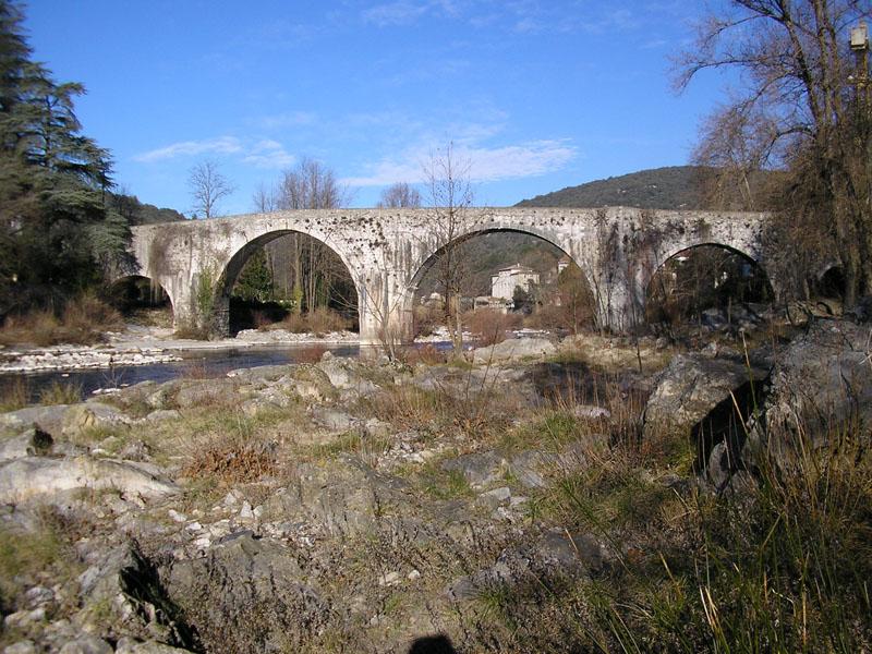 Ganges (Hérault) Le pont vieux