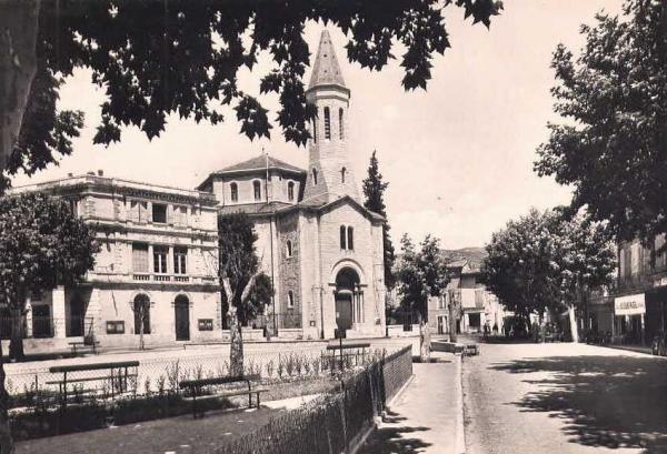 Ganges (Hérault) Le temple et l'hôtel de ville