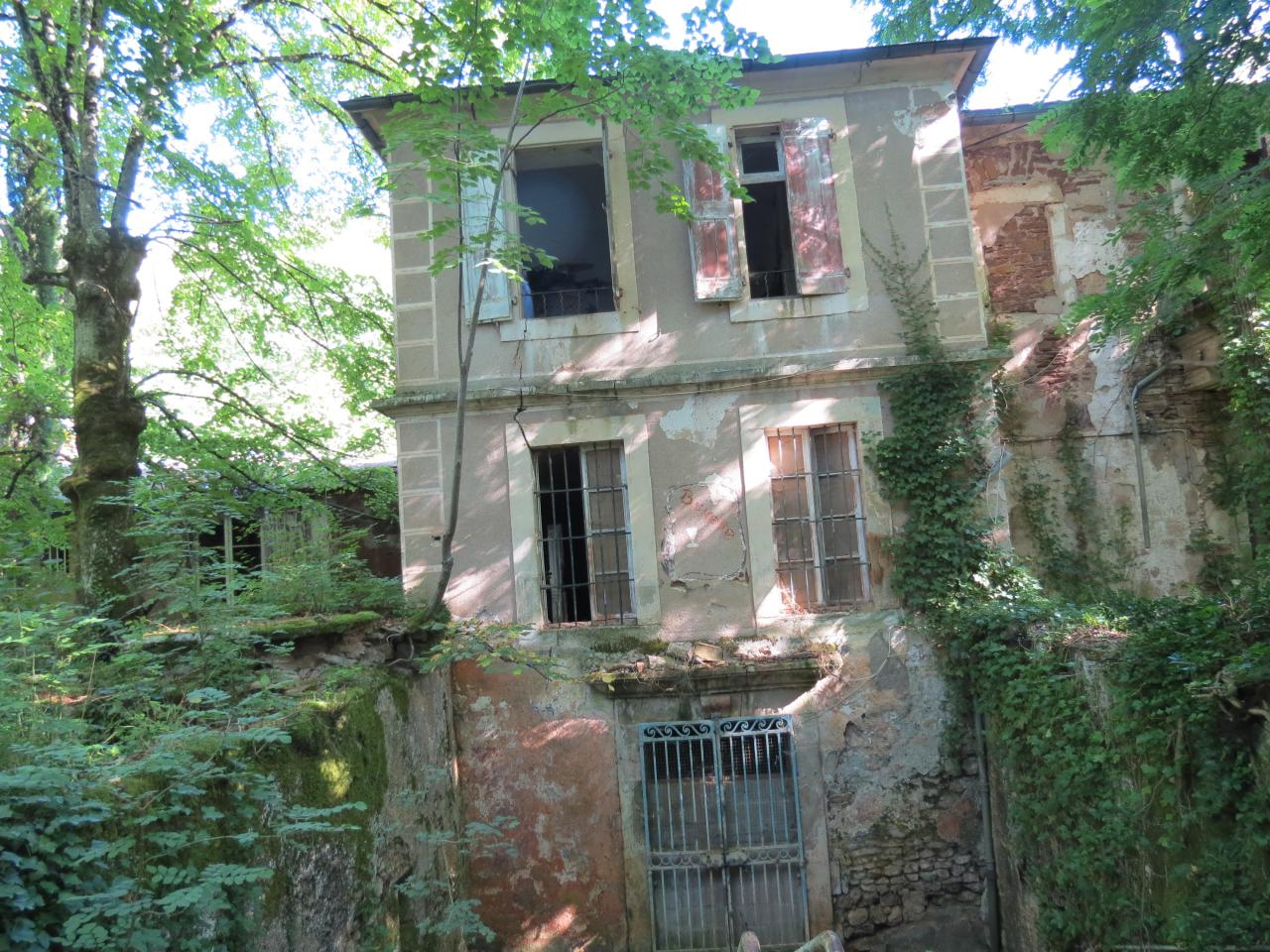 Gissac (Aveyron) Andabre, source la buvette à l'abandon en 1991