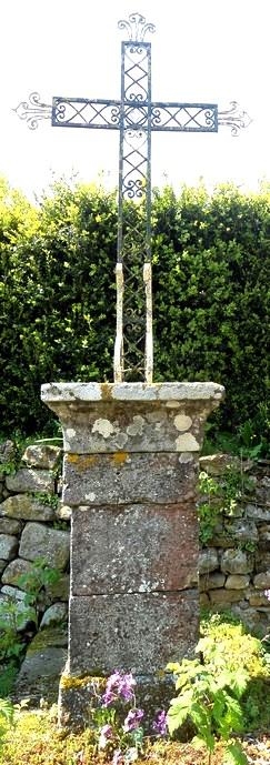 Gissac (Aveyron) Andabre, croix