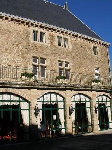 Gissac (Aveyron) Château de Gissac, restaurant