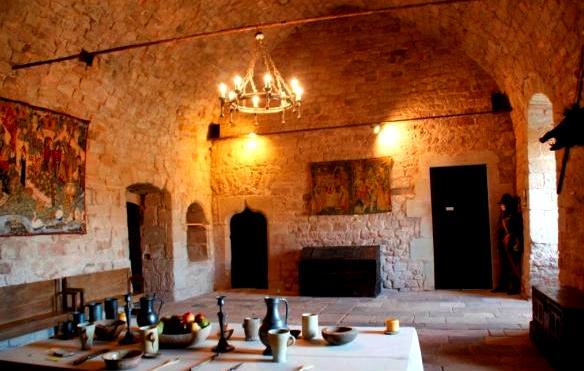 Gissac (Aveyron) Château de Montaigut, salle