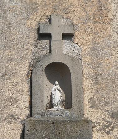 Gissac (Aveyron) Niche vôtive du presbytère