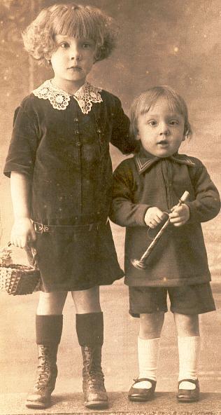 Marcelle Renée Gransard (1921/2015) et son frère Pierre en 1928