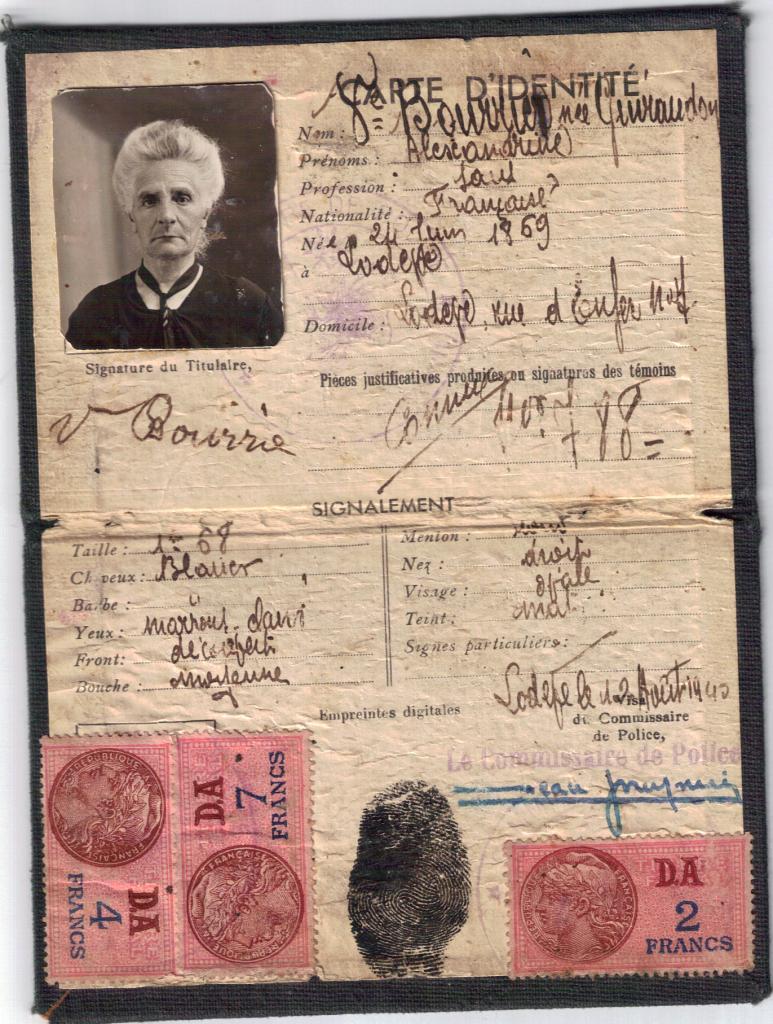 Sa carte d'identité en 1945