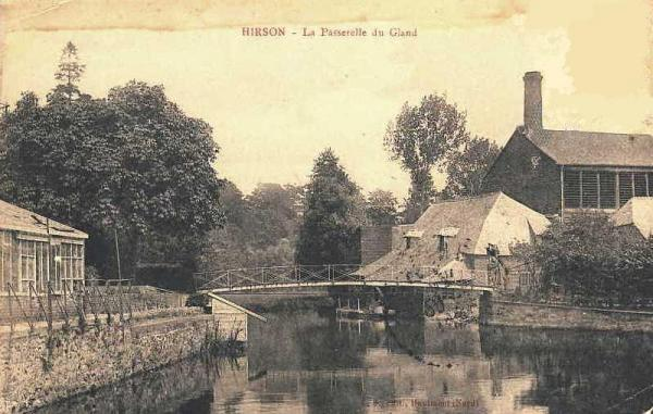Hirson (Aisne) CPA la passerelle sur le Gland