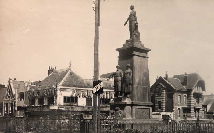 Hirson (Aisne) CPA le monument aux morts