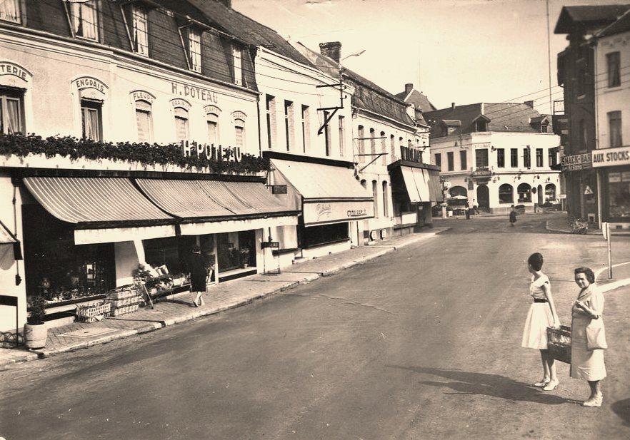 Hirson (Aisne) CPA la place Villemand