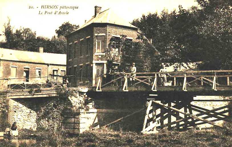 Hirson (Aisne) CPA le pont d'Arcole
