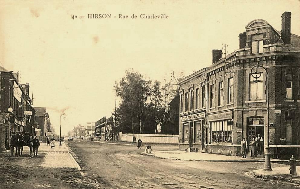 Hirson (Aisne) CPA la rue de Charleville