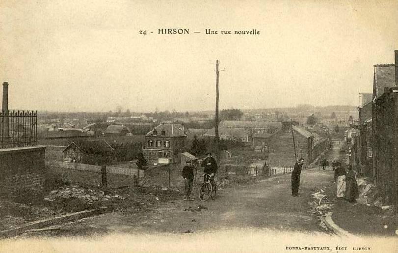 Hirson (Aisne) CPA la rue nouvelle