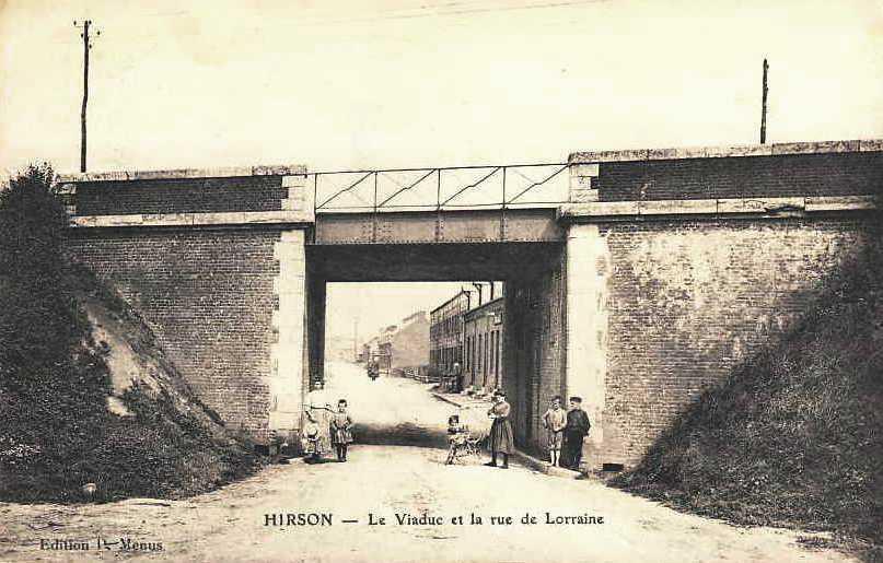 Hirson (Aisne) CPA le viaduc et la rue de Lorraine