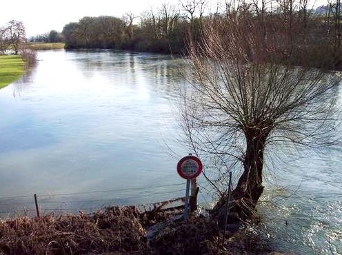 Inor (Meuse) La Meuse en crue
