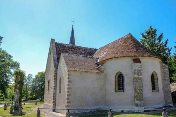 Isenay (Nièvre) L'église Sainte-Marie-Madeleine