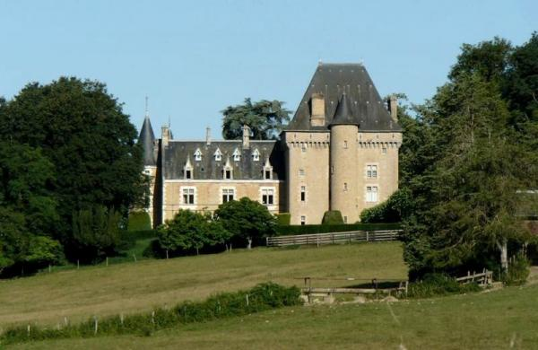 Isenay (Nièvre) Le château du Tremblay