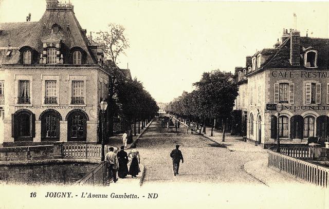 Joigny (89) L'avenue Gambetta CPA