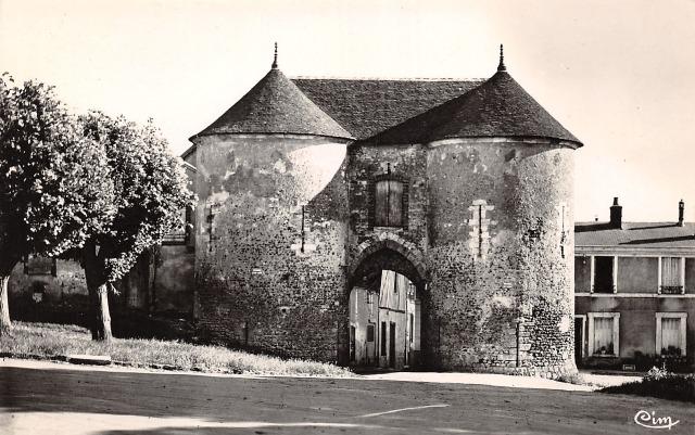Joigny (89) La Porte du Bois CPA