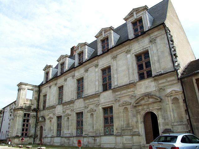 Joigny (89) Le château des Gondi