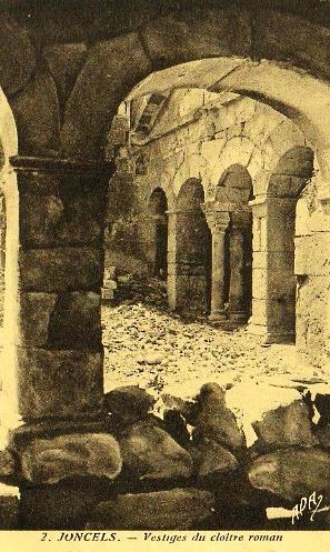Joncels (Hérault) L'entrée du cloître CPA