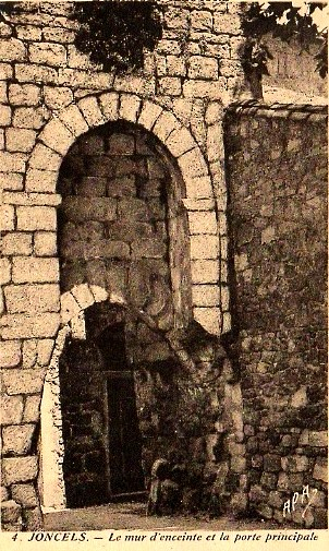 Joncels (Hérault) La porte d'entrée de l'enceinte