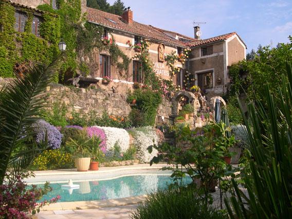 Joncels (Hérault) La villa Issiates