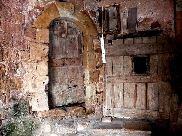 Joncels (Hérault) Une ancienne porte
