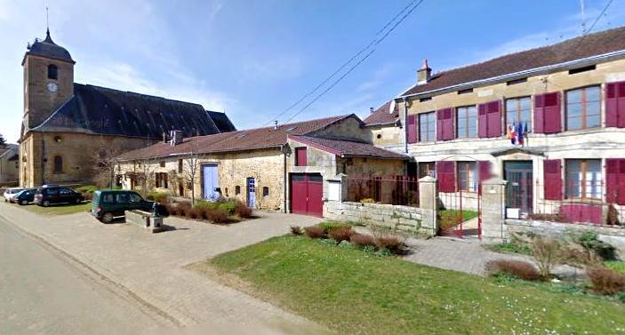 Juvigny-sur-Loison (Meuse) L'église et la mairie
