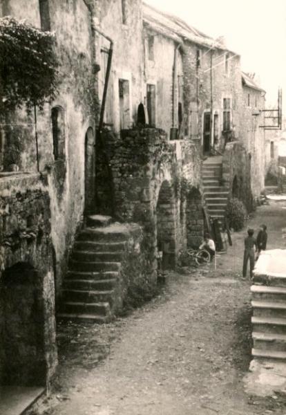 La Couvertoirade (Aveyron) CPA La rue droite
