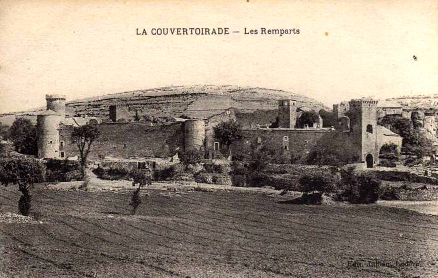 La Couvertoirade (Aveyron) CPA Les remparts