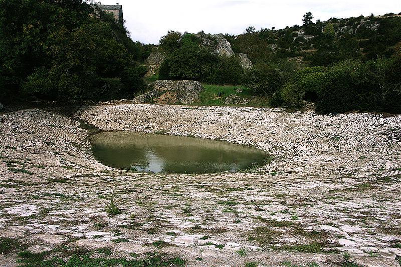 La Couvertoirade (Aveyron) Une lavogne