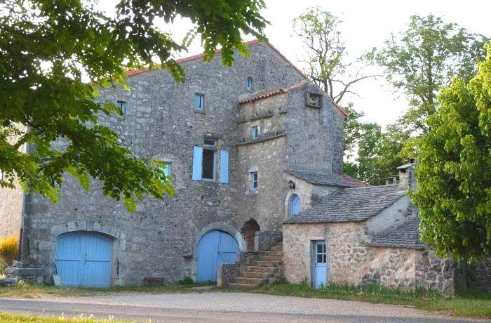 La Couvertoirade (Aveyron) La Salvetat, ferme gîte