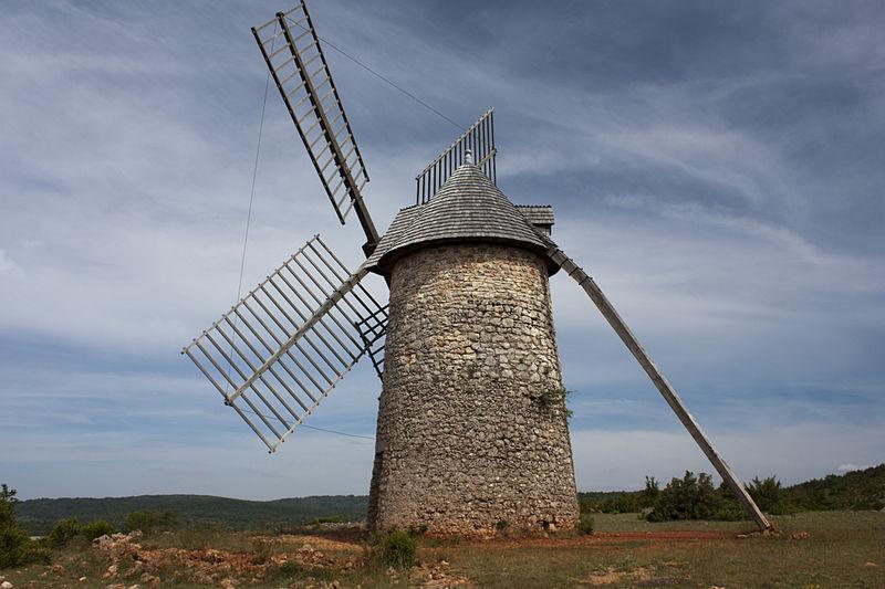 La Couvertoirade (Aveyron) Le moulin de Redounel