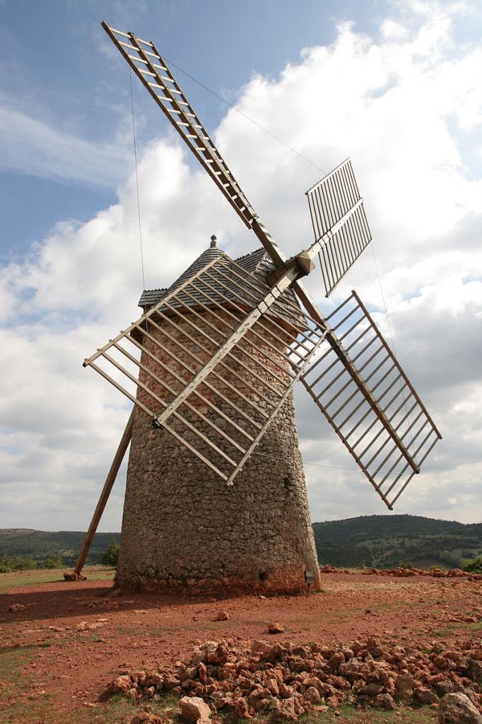 La Couvertoirade (Aveyron) Un moulin à vent