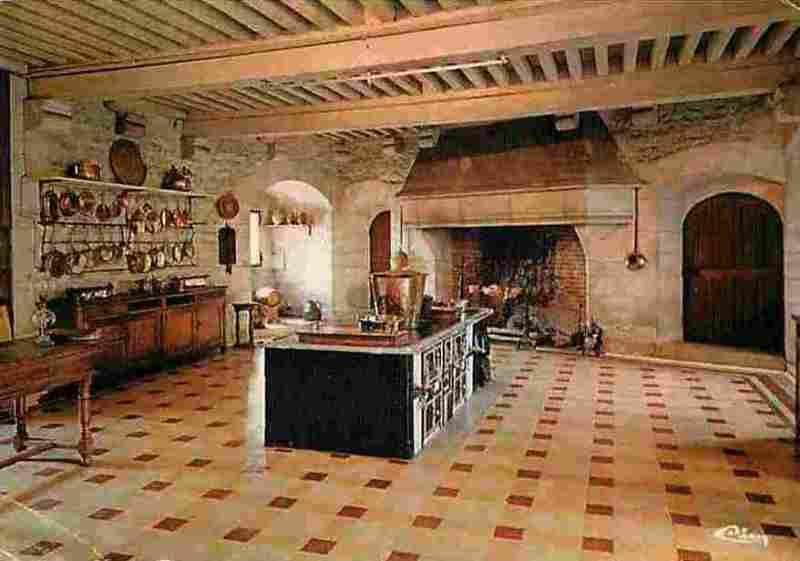 La Rochepot (Côte d'Or) Le château, cuisine CPA