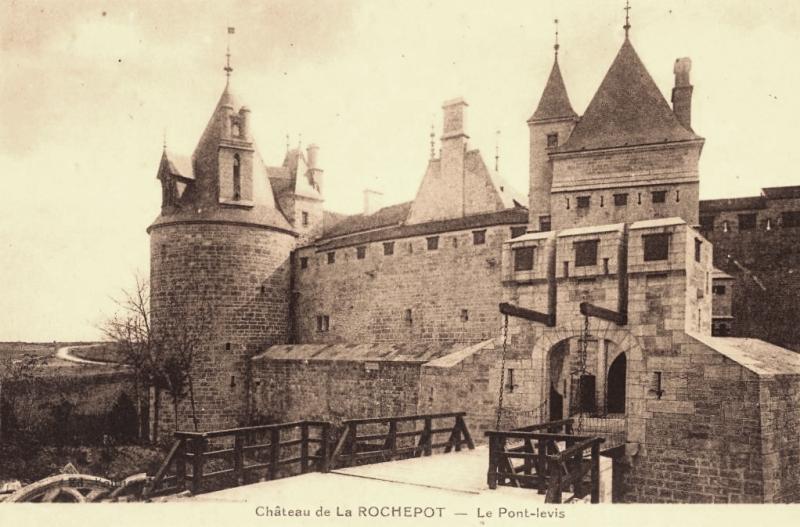 La Rochepot (Côte d'Or) Le château, pont-levis CPA