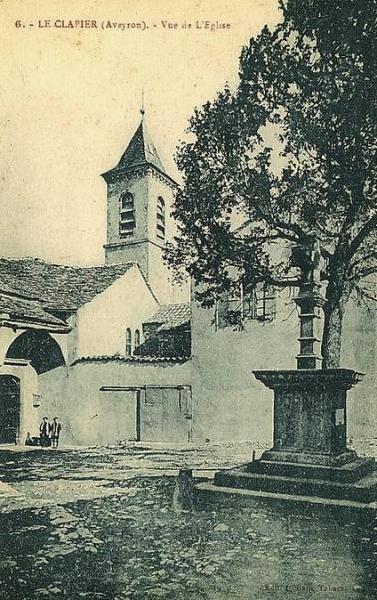 Le Clapier (Aveyron) CPA Place de l'église