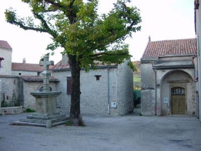 Le Clapier (Aveyron) Place de l'église