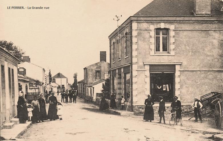 Le Perrier (Vendée) Grande rue CPA