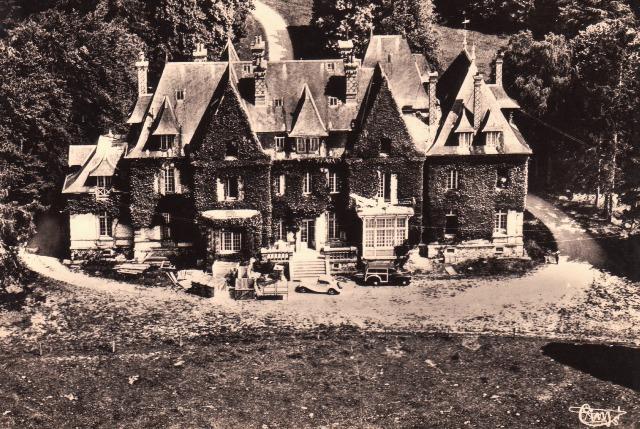Les Châtelets (28) Le château de la Barre CPA