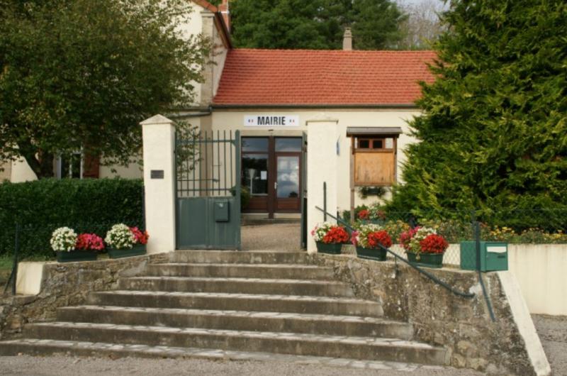 Limanton (Nièvre) La mairie et ancienne école