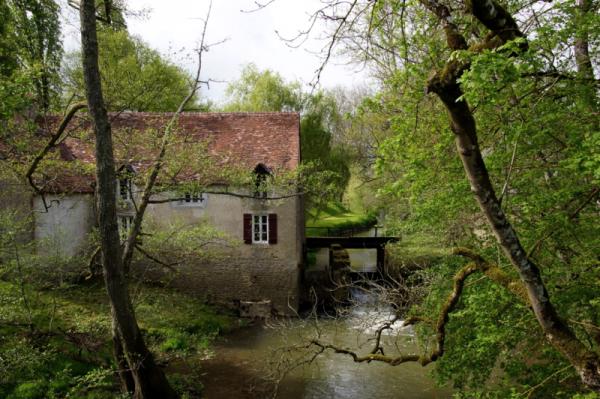 Limanton (Nièvre) Mont, l'ancien  moulin