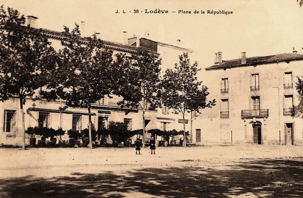 Lodève (Hérault) La place de la République CPA