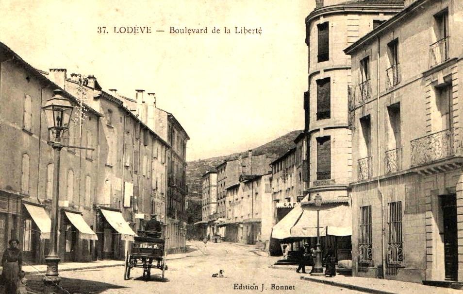 Lodève (Hérault) Le Bld de la Liberté CPA