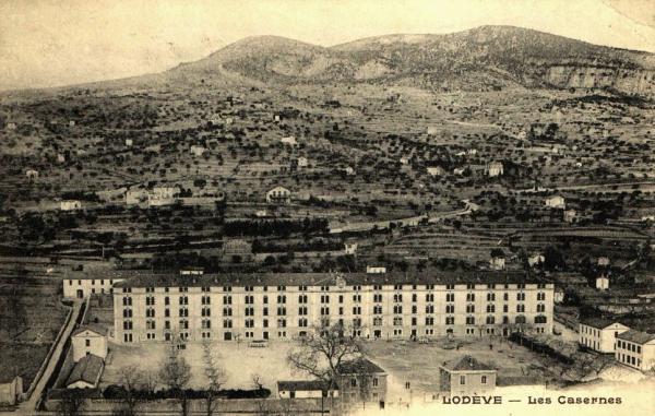 Lodève (Hérault) Les casernes en 1905 CPA