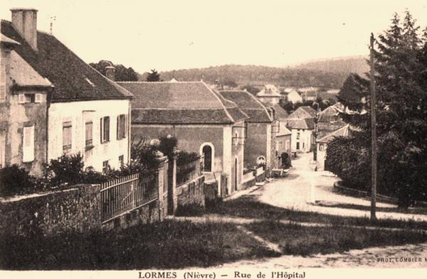 Lormes (Nièvre) La rue de l'hôpital CPA