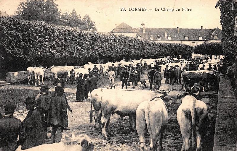 Lormes (Nièvre) Le Champ de Foire CPA
